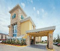 La Quinta Inn & Suites Dallas I-35 Walnut Hill Lane