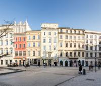 Venetian House Courtyard Apartments