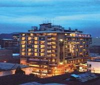 Cesar�s Plaza Hotel