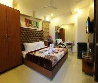 Hotel Pearl Inn & Suites